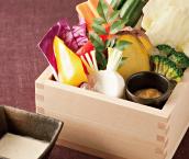 彩り野菜盛り〜バーニャソースと金胡麻味噌添え〜